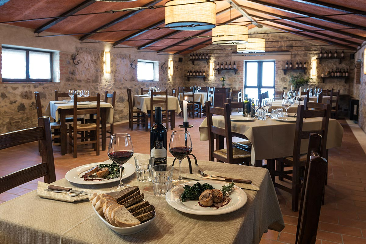 Internal restaurant of the Tenuta Il Cicalino farmhouse